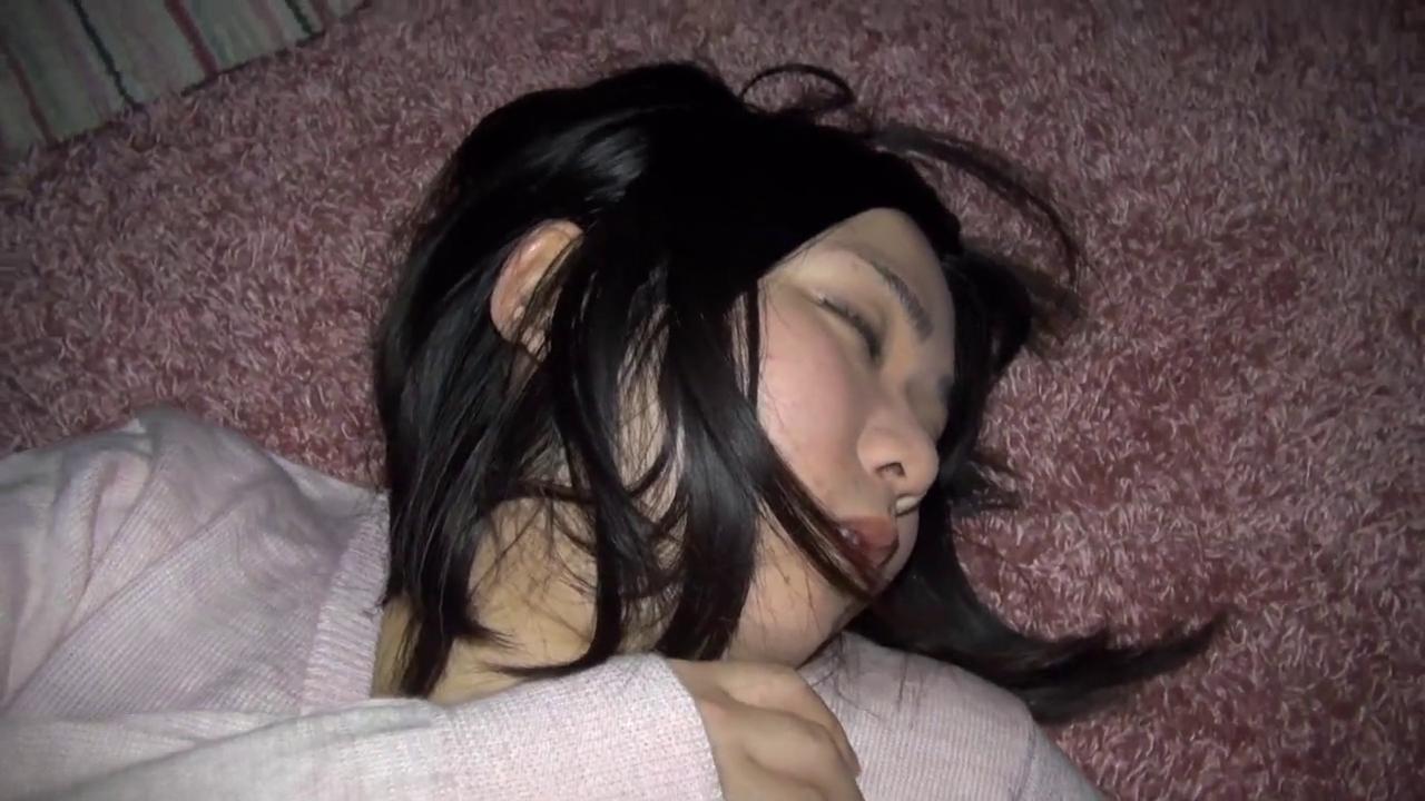 【個人撮影】黒髪地味系の21歳 デカクリ 長ビラ 愛菜ちゃんの寝込みをハメちゃいました