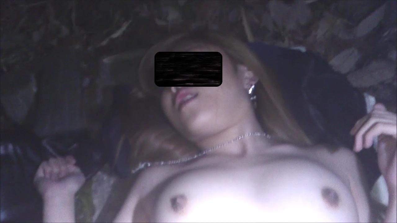 (個人撮影)(野外)19才美形と野外、全裸エッチ・公園の石畳編(かわいい・超美形)