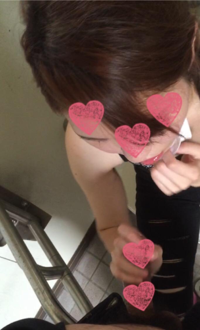 個人撮影 22歳 amuちゃん トイレでフェラ抜き 手コキ 口内射精