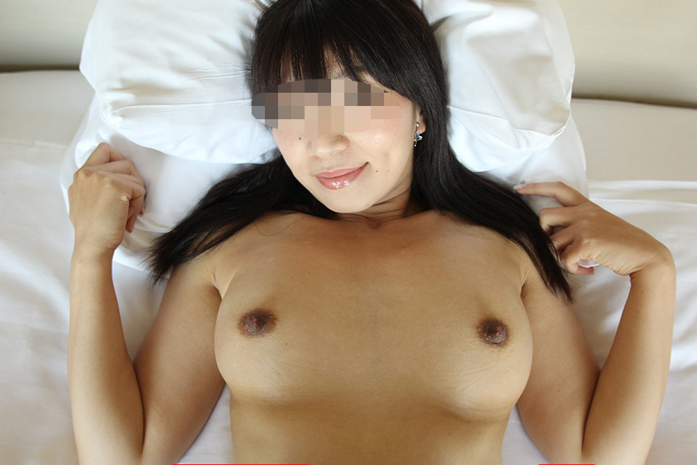 世田谷に住むセレブなのにマン毛ボーボーの人妻に膣内射精