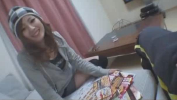 【個人撮影】精子好きなオンナ友達を自宅に呼んで楽しくハメ撮りして顔射しました。