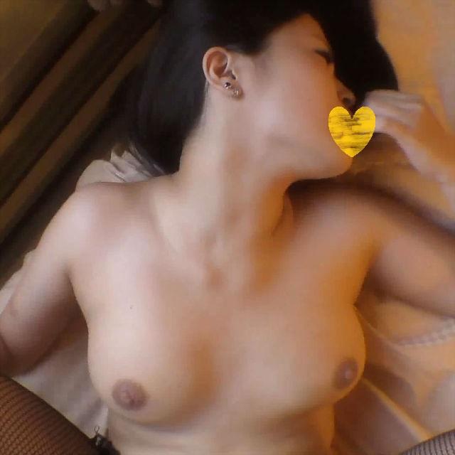【○・個人撮影】れいな19歳 黒髪炉利巨乳読者モデル 窓際SEX