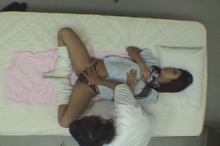 【素人2名・個人撮影】大好き黒ギャル!エロマッサージ師が女子校生の体を好き放題!