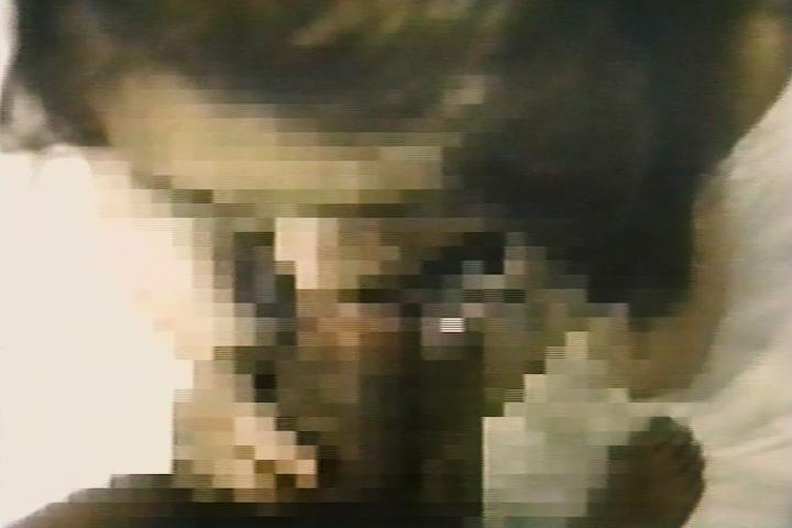 キモい変態な中年男が黒い下着の似合う純情ギャルを口説きフェラチオ個人撮影オリジナル8mmホームビデオ