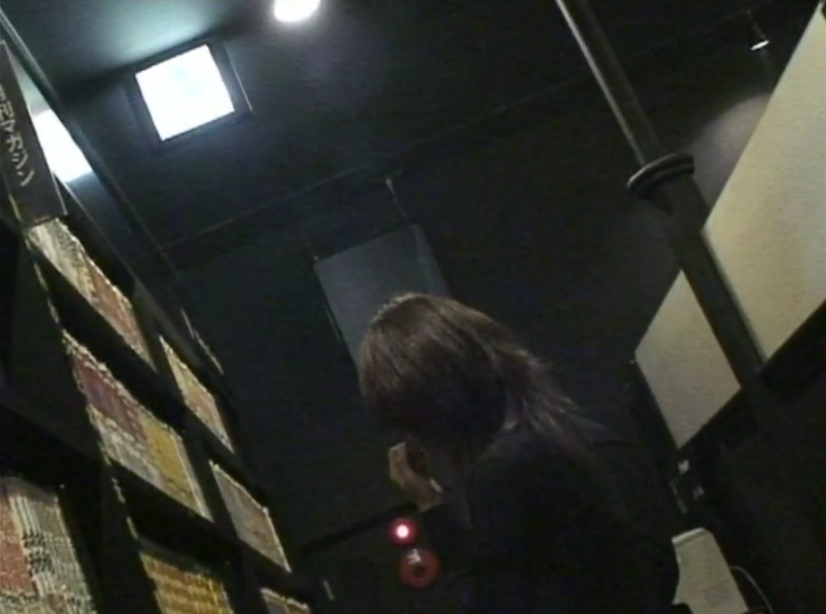 漫喫で素人ギャルをナンパして個室で手マンとフェラ