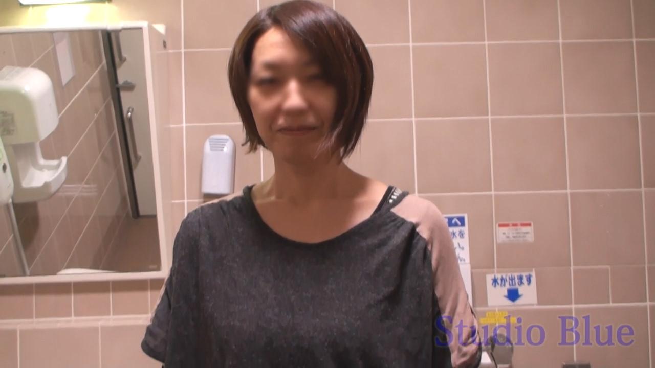 個人撮影スマホ解像度:イオ○のト○レでフェラ、主婦店員さんをそのまま撮影。脱がせたら予想外の巨乳